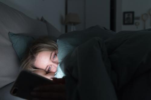 ベッドでずっとスマホ