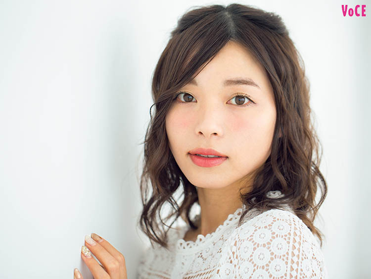 VOCE2019年6月号 元美容部員和田さん。