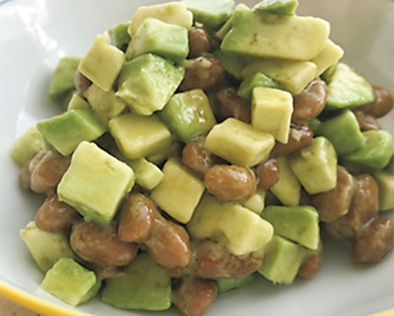 納豆とアボカドのバルサミコ酢和え