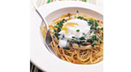 納豆と温泉卵のパスタ