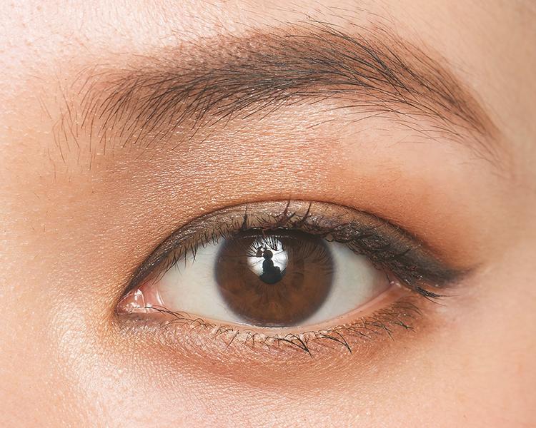 目頭&目尻強調で目を横長に