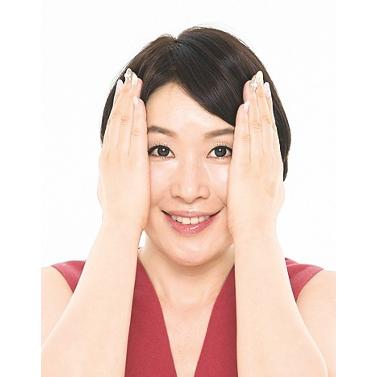 2.セラムや乳液は手のひら全体で優しくポンポン