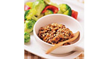 芽キャベツとブロッコリーのごま入り肉味噌